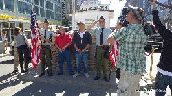 am Checkpoint Charlie